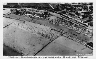 Ansichtkaart Vlissingen Noordzeeboulevard met badstrand en Grand Hotel Britannia KLM Foto 27-75 HC25