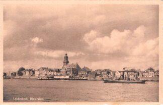 Ansichtkaart Lekkerkerk Rivierzijde met Stoomboot Reederij op de Lek uit Schoonhoven Binnenvaart schepen HC101