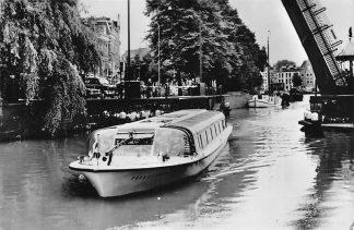 Ansichtkaart Groningen Rondvaartboot Afvaart tegenover Centraal Station Schepen 1969 HC104