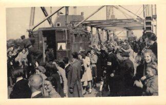 Ansichtkaart Boskoop Fotokaart (1) Bevrijding mei 1945 op de Hefbrug Militair Soldaten HC110