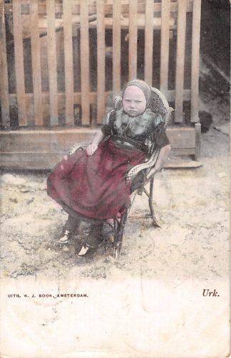 Ansichtkaart Urk 1904 Meisje in stoel klederdracht HC1132