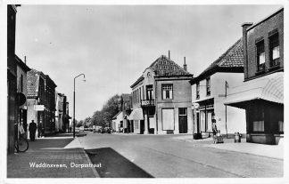 Ansichtkaart Waddinxveen Dorpsstraat SHELL benzinepomp 1954 HC1224