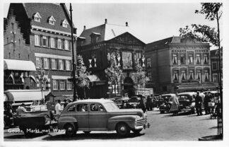 Ansichtkaart Gouda Markt met Waag op donderdag Kaasmarkt Auto HC1250