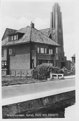 Ansichtkaart Waddinxveen Gereformeerde Kerk met Pastorie 1948 HC127