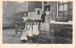 Ansichtkaart Urk Vrouwen en kinderen in klederdracht 1925 HC1287