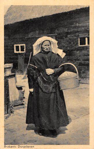 Ansichtkaart Lage Mierde 1949 Brabants Dorpsleven Ik gao naor de mart Boerin in Klederdracht HC1424