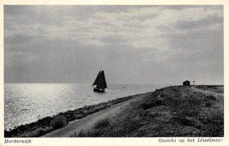 Ansichtkaart Harderwijk Gezicht op het IJsselmeer met vissers schip 1954 HC1482