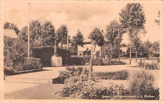 Ansichtkaart Ermelo Oorlogs monument aan de Rietlaan 1952 HC1488