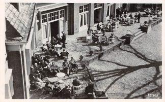 """Ansichtkaart Laag-Soeren """"Amsterda"""" Vacantie- en Herstellingsoord van de Amsterdamsche Bank Het terras 1949 HC1491"""