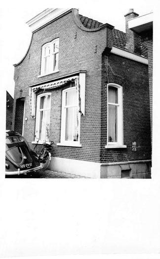 Ansichtkaart Lekkerkerk 1957 Fotokaart Woning met Volkswagen Auto HC210