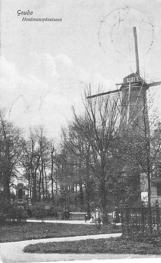 Ansichtkaart Gouda Houtmansplantsoen met molen en monument 1910 HC213