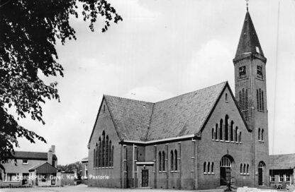Ansichtkaart Doornspijk Gereformeerde Kerk en Pastorie 1966 HC353