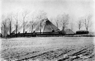 Ansichtkaart Friesland Boerderij in de sneeuw Lokkich Nijier Bakhuizen 1965 HC371