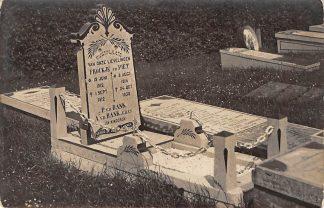 Ansichtkaart Bolsward Fotokaart Grafsteenhouwerij Cuperus Begraafplaats Grafsteen Familie v.d. Bank HC402