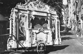 Ansichtkaart Amsterdam Draaiorgel op een der grachten G. Perlee 1966 HC419