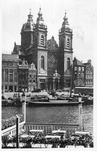 Ansichtkaart Amsterdam St. Nicolaas kerk 1946 Binnenvaart schepen Schip genaamd 's-Hertogenbosch 1 HC439