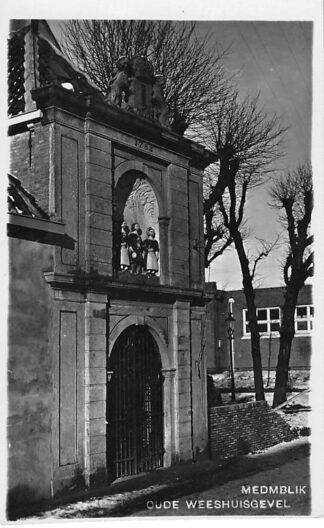 Ansichtkaart Medemblik Fotokaart van der List Oude Weeshuisgevel HC441