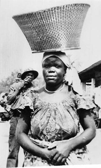 Ansichtkaart Congo Belge Type de Femme Indigene Inlandse vrouw Afrika Africa Wereld HC459