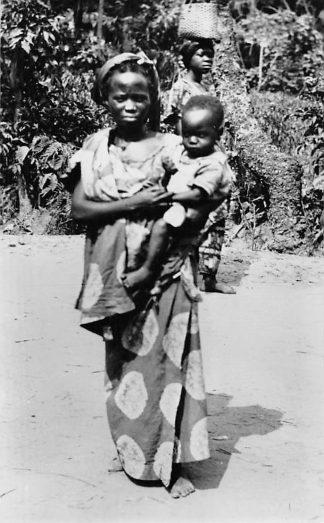 Ansichtkaart Congo Belge Type de Femme Indigene Inlandse vrouw met kind Afrika Africa Wereld HC465