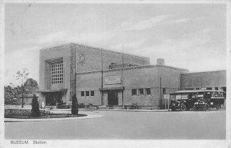 Ansichtkaart Bussum Station met auto bus 1929 Spoorwegen HC530