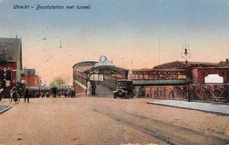 Ansichtkaart Utrecht Buurtstation met tunnel en auto Spoorwegen Station HC535