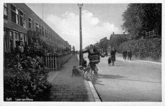 Ansichtkaart Delft Laan van Altena Reclame op fiets B. Damen Laan van Altena 5-7 HC604
