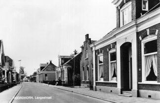 Ansichtkaart Noordhorn Langestraat met molen 1968 HC620