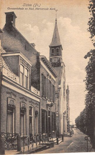 Ansichtkaart Sloten (FR) Friesland Gemeentehuis en Ned. Hervormde Kerk HC63