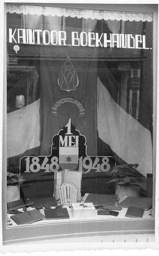 Ansichtkaart Kollum Fotokaart Etalage 100 jaar Boekhandel Engelsma - Mebius HC669