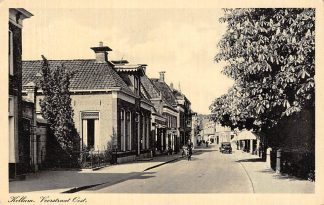 Ansichtkaart Kollum Voorstraat Oost met auto en bakfiets 1945 HC675