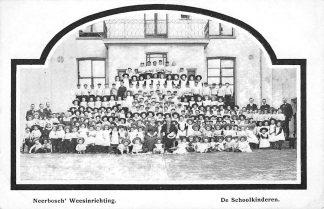 Ansichtkaart Nijmegen Neerbosch' Weesinrichting De School kinderen HC712