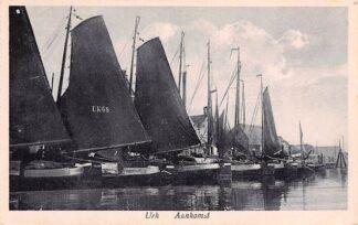 Ansichtkaart Urk Aankomst Vissers schepen UK 68 en 188 HC717