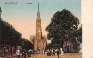 Ansichtkaart Geertruidenberg Veenestraat met volk en kerk HC729