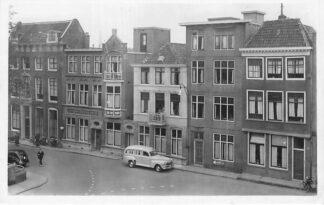 Ansichtkaart Gouda Ziekenhuis 'De Wijk' met ziekenauto Westhaven Auto 1949 HC746