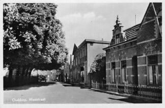 Ansichtkaart Ouddorp Weststraat 1951 HC767