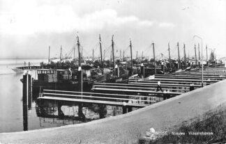 Ansichtkaart Bruinisse Nieuwe Vissershaven Vissers schepen Bru 40, 16, 18, 21 en 28 HC790