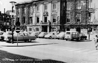 Ansichtkaart Gorinchem Grote Markt met Gemeentehuis Auto 1964 HC81