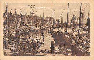 Ansichtkaart Enkhuizen De Gemeente Haven met Vissers schepen HC85