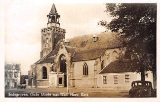 Ansichtkaart Bodegraven Oude Markt met Ned. Herv. Kerk en auto 1951 HC870