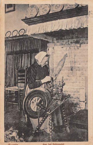 Ansichtkaart Twente Aan het Spinnenwiel Klederdracht 1925 HC922