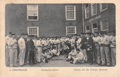 Ansichtkaart 's-Gravenhage 1907 Groet uit de Oranje Kazerne Aardappelen schillen door soldaten Militair Den Haag HC1816