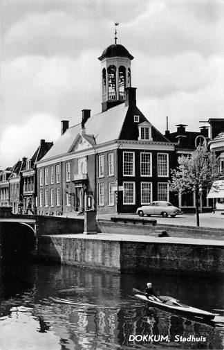 Ansichtkaart Dokkum Stadhuis auto HC1861