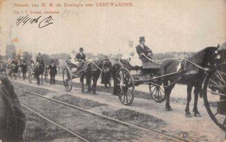 Ansichtkaart Leeuwarden 1906 Bezoek H.M. de Koningin Paard en wagen Koningshuis Klederdracht HC1915