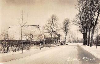Ansichtkaart Friesland Onbekend Boerderij in de sneeuw Lokkch Nijier Sneek 1959 HC1936