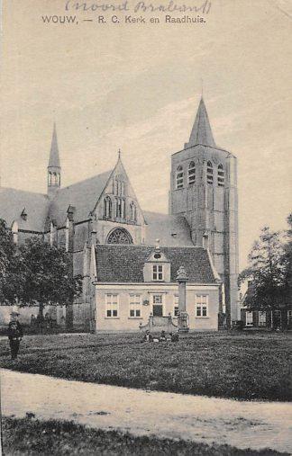 Ansichtkaart Wouw R.C. kerk en Raadhuis HC1971