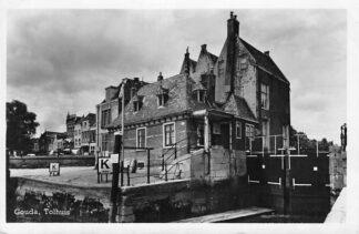 Ansichtkaart Gouda Tolhuis met Haven sluis vlak voor de afsluiting 1950 HC2070