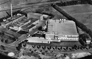 Ansichtkaart Gouda Nieuwe Gouwe 1959 Melkfabriek De Producent Luchtfoto 1959 Voetbalterrein V.V. Gouda HC2076