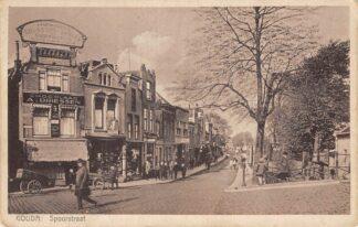 Ansichtkaart Gouda Spoorstraat met rechts Joodse begraafplaats HC2090