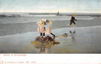 Ansichtkaart Scheveningen Groeten uit 1903 Spelende kinderen op het Strand Zee HC2194