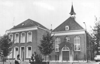 Ansichtkaart Standdaarbuiten Ned. Hervormde Kerk met Pastorie HC2222